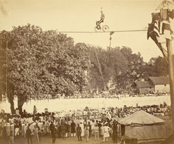 [European tightrope walker performing before a large crowd in Baroda.] 12